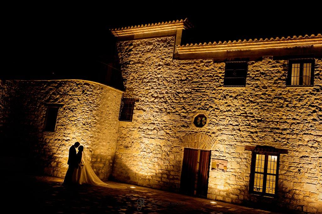 Novios posan en el castillo de Torredonjimeno