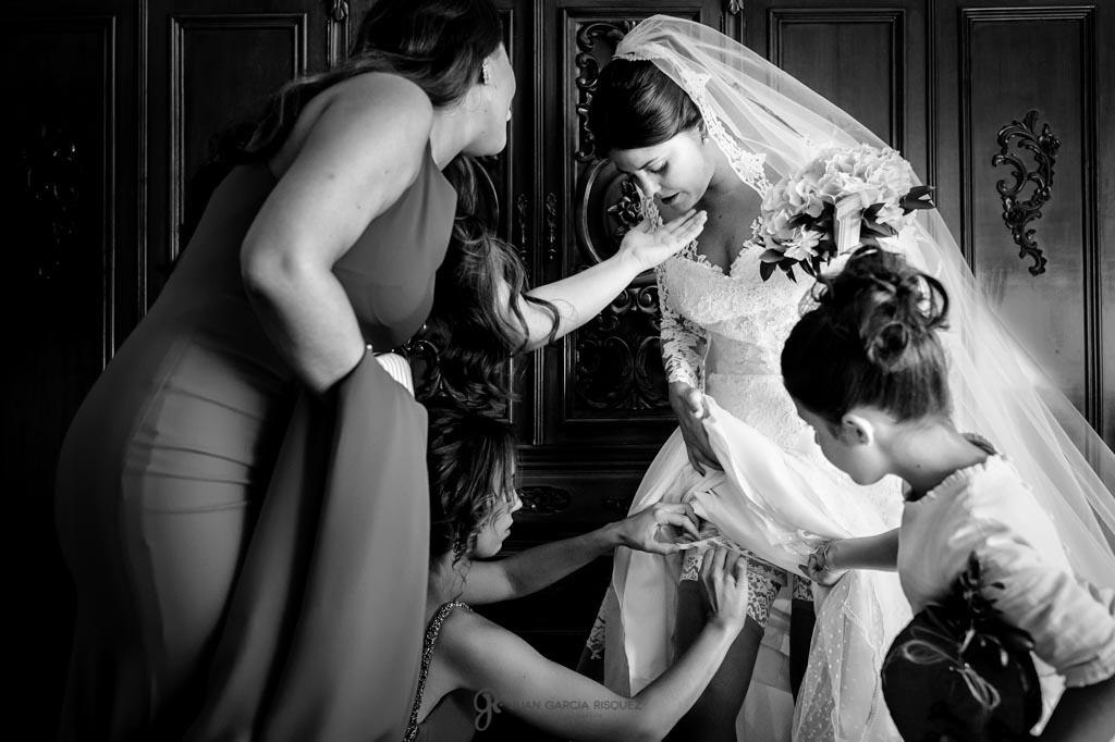 Amigas colocan la liga a la novia