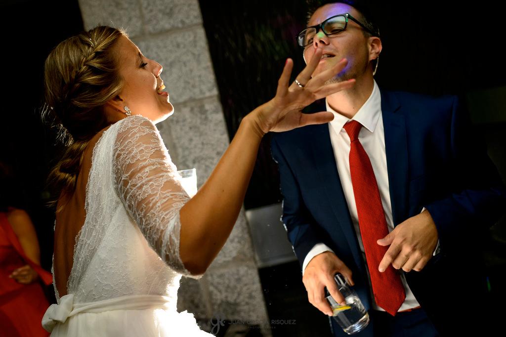 Reportaje de fotografías de una novia disfrutando en su baile de bodas