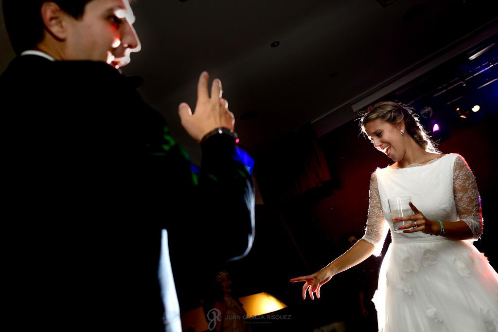 Fotografia de una novia disfrutando en si boda en la Finca Fuentepizarro de Madrid