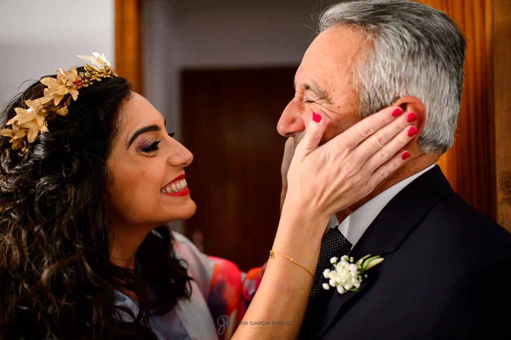 Reportaje de fotos documental en Jaén de una novia con su padre