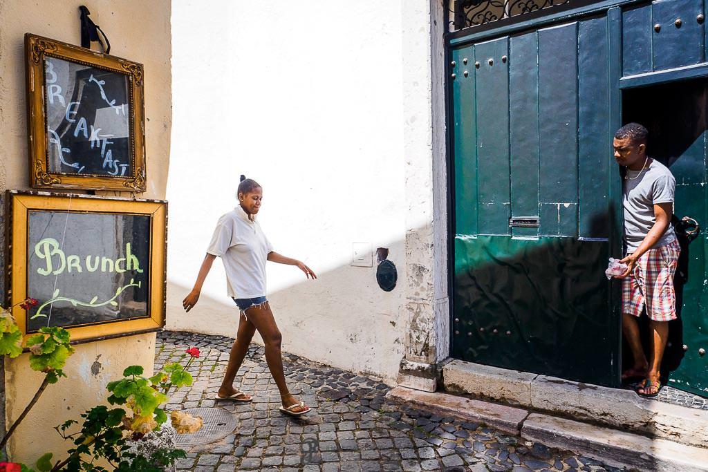 Vida cotidiana de la ciudad portuguesa de Lisboa en un viaje fotográfico