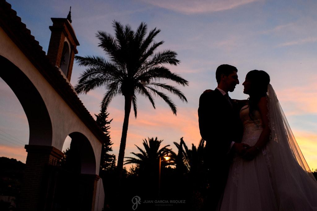 Magnífico atardecer de una boda celebrada en Casería de las Palmeras