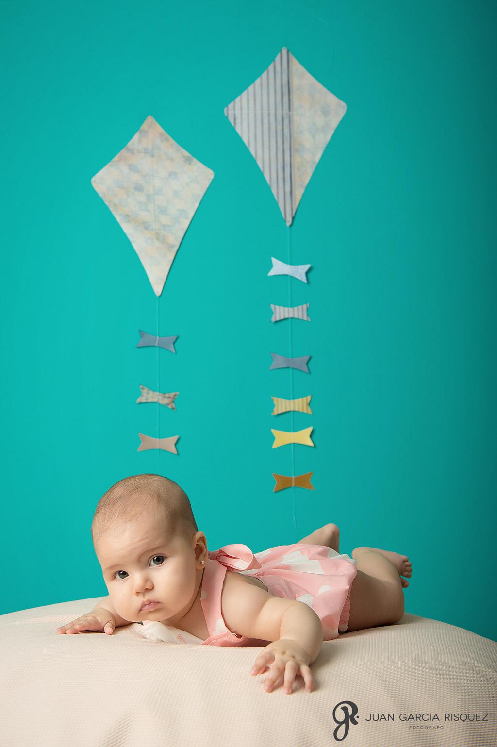 Fotografía de bebés para álbum de seguimiento mes a mes