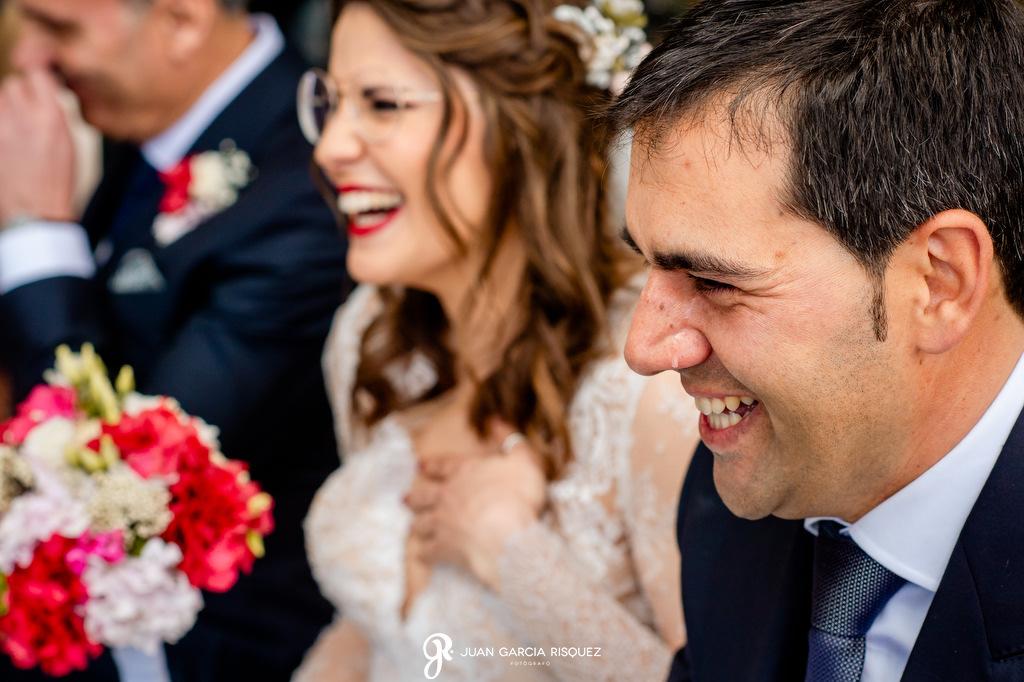 Novio emocionado en una boda