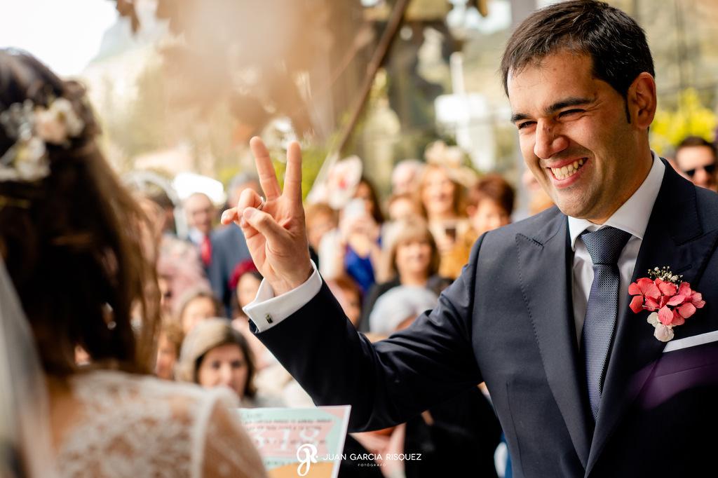 Novio feliz en su boda