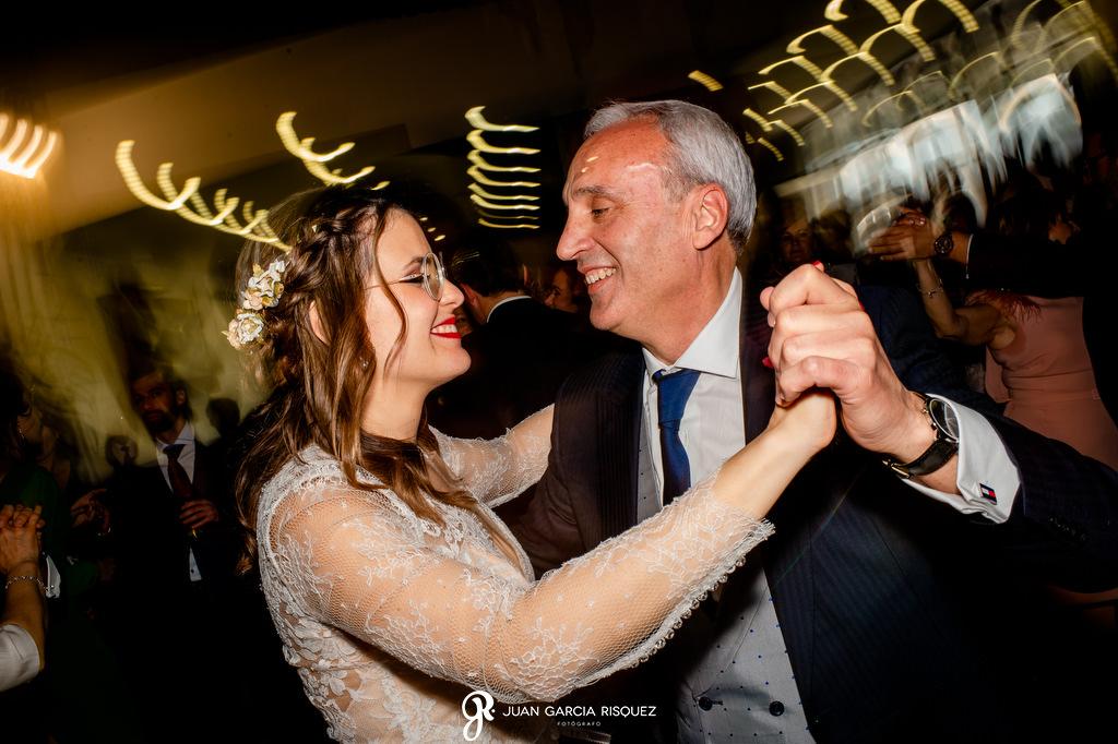 Novia bailando con su padre