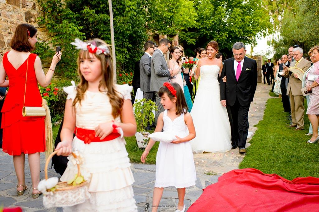 Reportaje de fotos de boda en Jaen novia con padrino