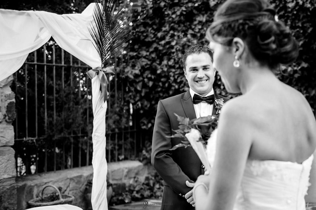 Reportaje de fotos de boda en Jaen novio mirando