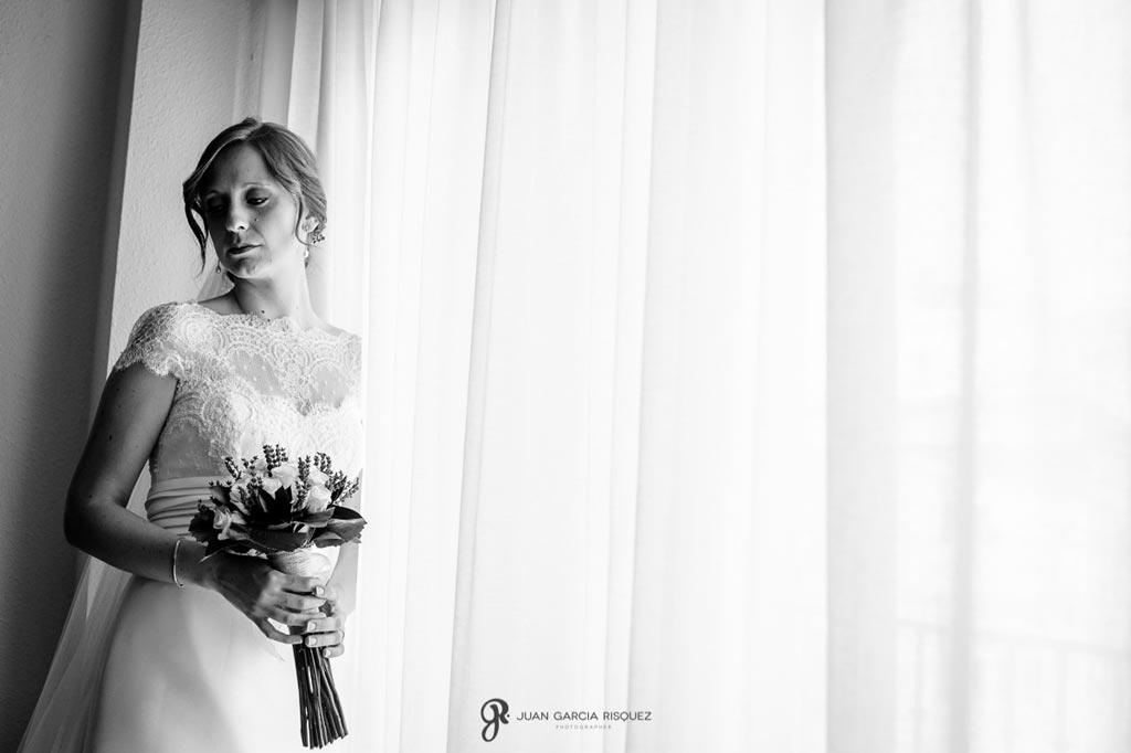 Reportaje de fotos de boda en Martos Jaen maria con ramo
