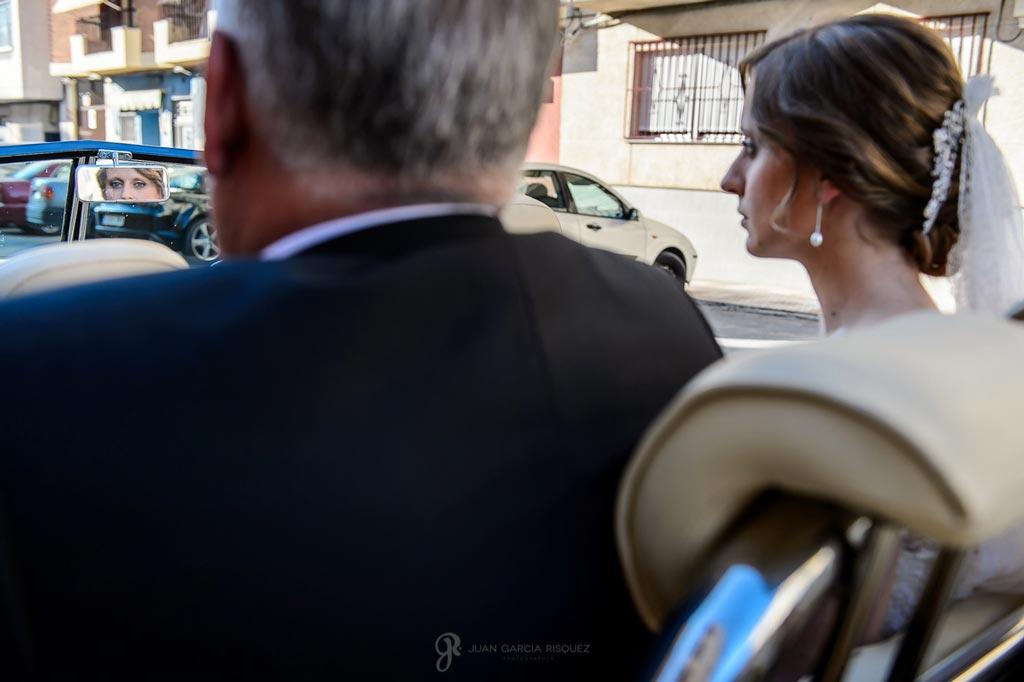 Reportaje de fotos de boda en Martos Jaen el coche de la novia