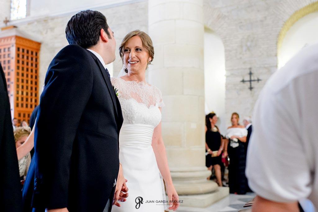Reportaje de fotos de boda en Martos Jaen novios mirándose