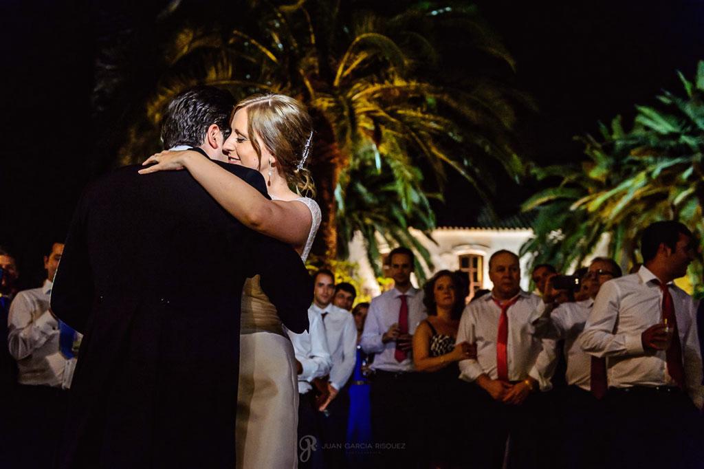 Reportaje de fotos de boda en Martos Jaen baile romántico