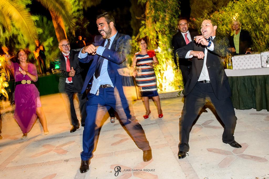 Reportaje de fotos de boda en Martos Jaen baile invitados