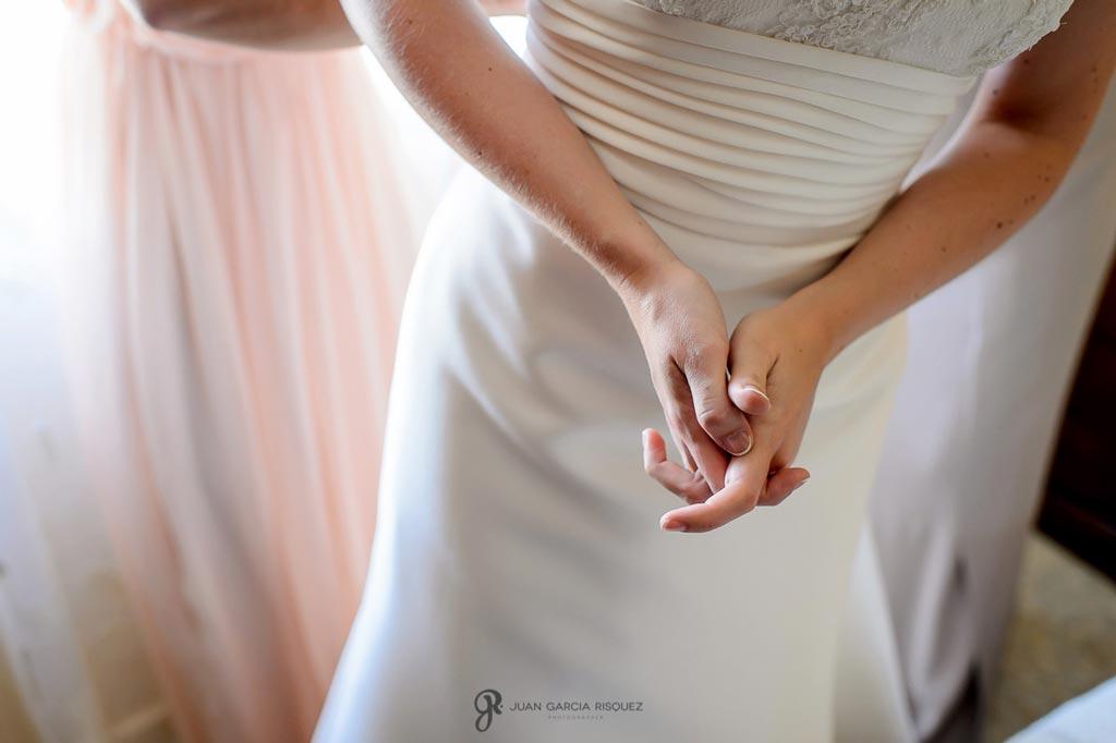 Reportaje de fotos de boda en Martos Jaen manos novia