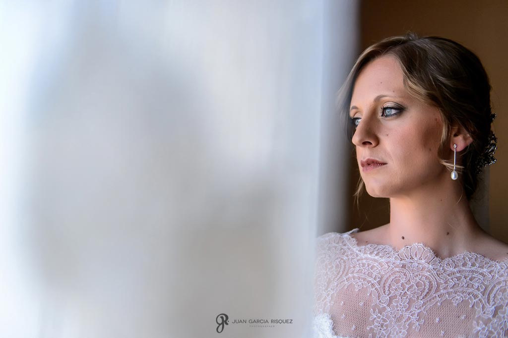 Reportaje de fotos de boda en Martos Jaen pendientes de novia